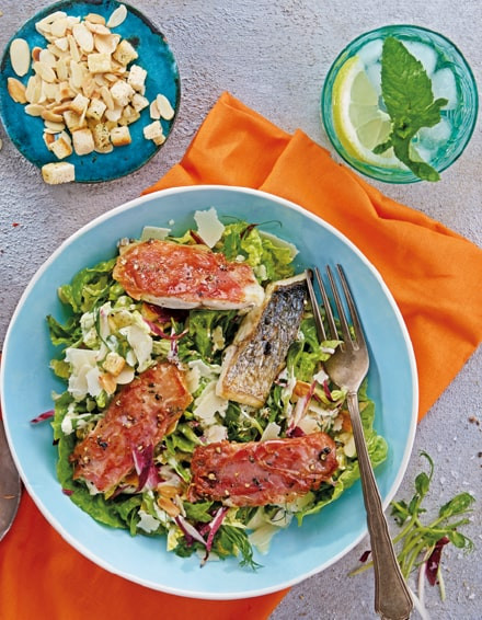 Abraham Serrano-Dorade mit Caesar Salad und Mandeln